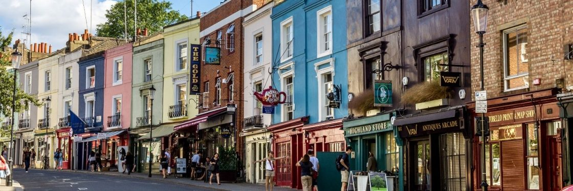 Browsing shops and bars in Notting Hill